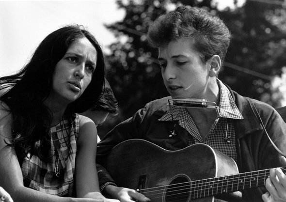 in-1967-musician-and-political-activist-joan-baez-was-arrested-for-protesting-the-vietnam-war-below-is-a-picture-of-her-with-the-legendary-bob-dylan-at-woodstock